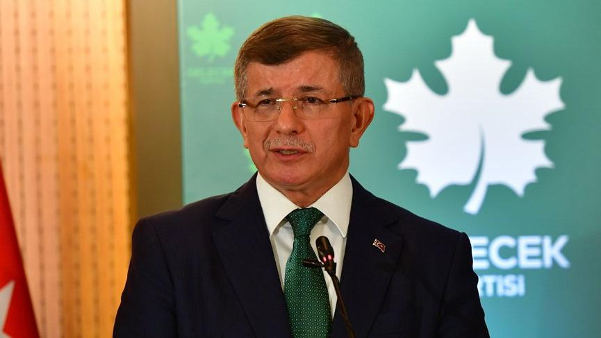 Ahmet Davutoğlu'ndan 'parti kapatma' yorumu: Kafalarında 90'lı yılların modeli var