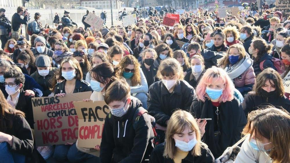 Fransa'da cinsel taciz iddiaları ülkeyi karıştırdı