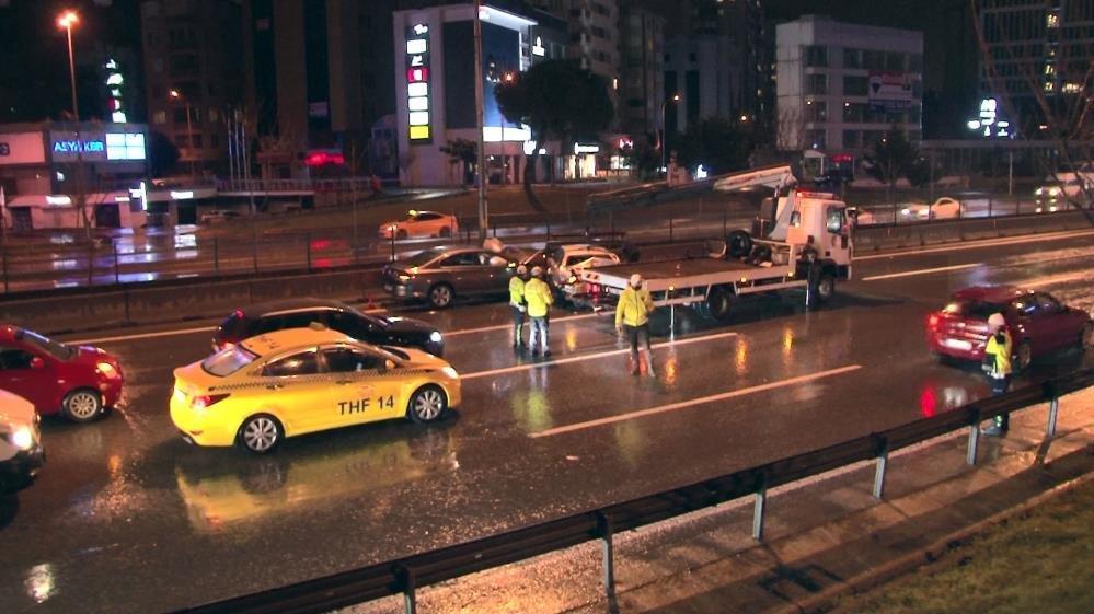 E-5'te ilerleyen alkollü sürücü kazaya neden oldu
