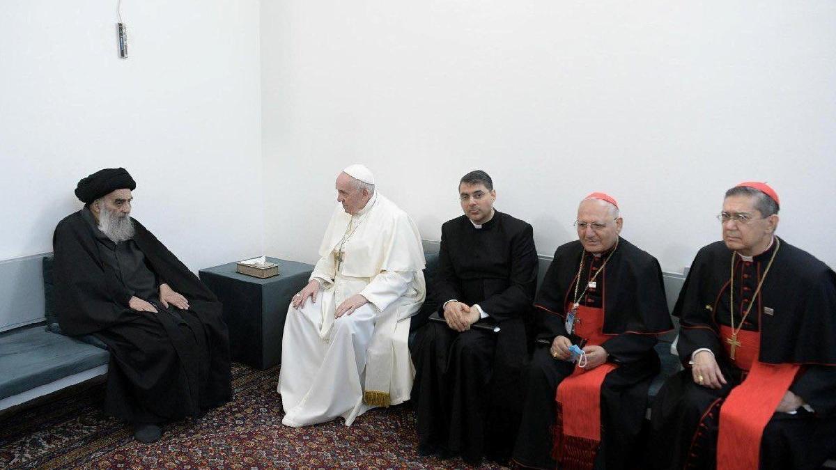 Tarihi ziyaretin ikinci gününde büyük buluşma: Papa, Şii liderle bir araya geldi