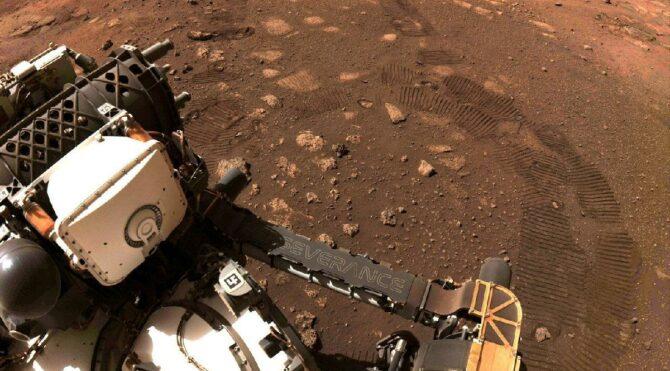 Perseverance Mars'ta ilk turunu attı: 6.5 metrede izlerini bıraktı