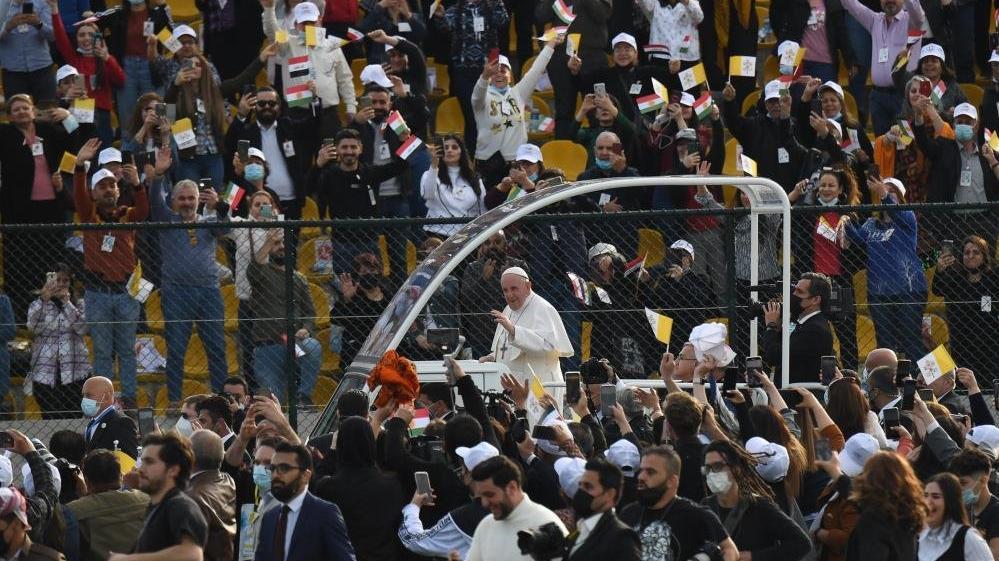 Papa Francis'ten Erbil'de 10 bin kişilik ayin