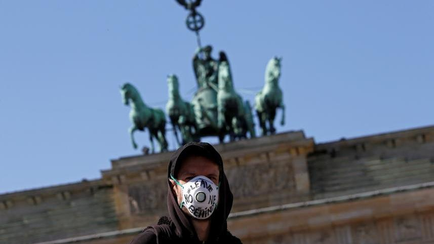 Almanya'da maske skandalı! İki milletvekili istifa etti
