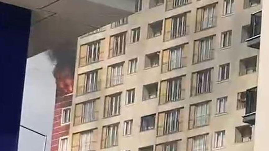 Esenyurt'ta 15 katlı binada korkutan yangın