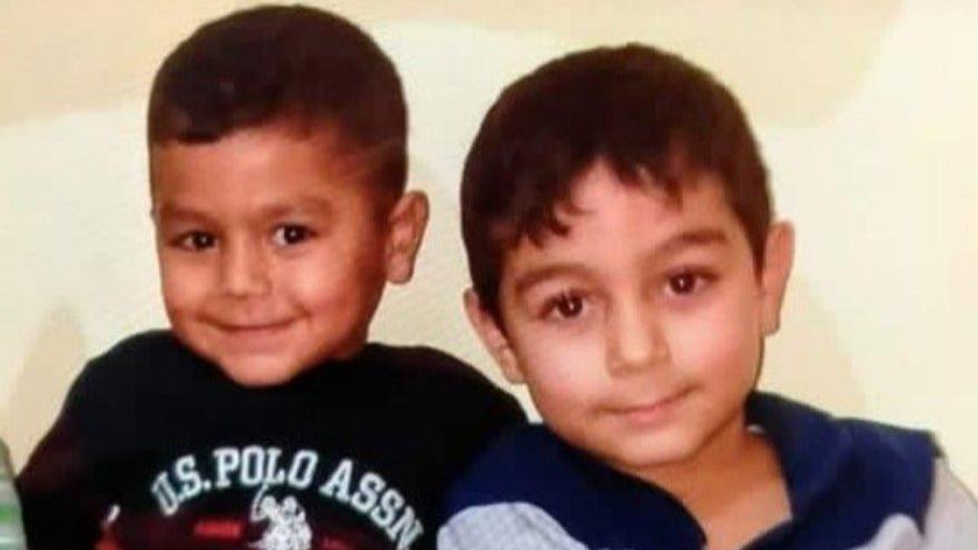 Kaybolan iki kardeş asansör boşluğu için kazılan çukurda ölü bulundu