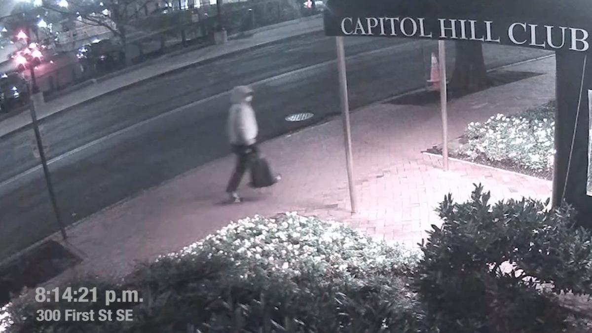 FBI her yerde onu arıyor... Parti merkezlerine bomba koyan zanlının görüntüsü ortaya çıktı