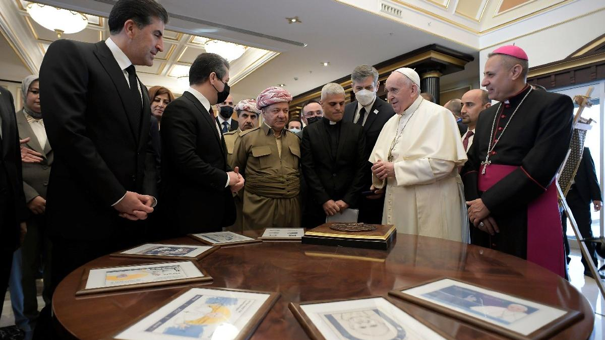 Papa ziyaretinde hatıra pulu skandalı