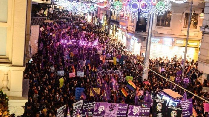 İstanbul Valiliği duyurdu: 'Feminist Gece Yürüyüşü'nde 13 gözaltı