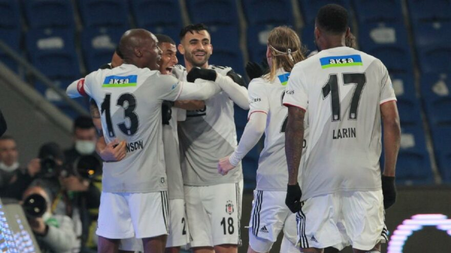 Lider Beşiktaş, Başakşehir'i devirdi! 5 gollü çılgın maç: 2-3