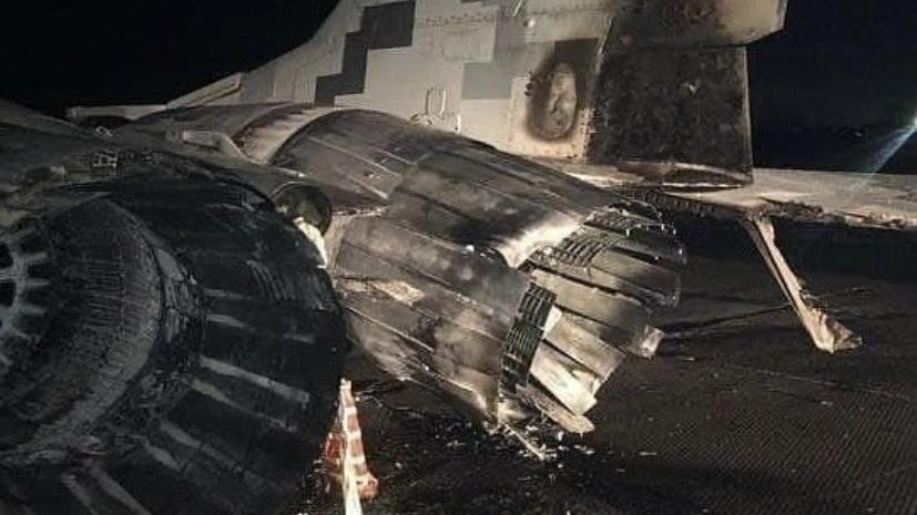 Alkollü subay otomobiliyle savaş uçağına çarptı