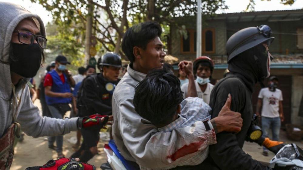 Myanmar'da protestolar şiddetini artıyor