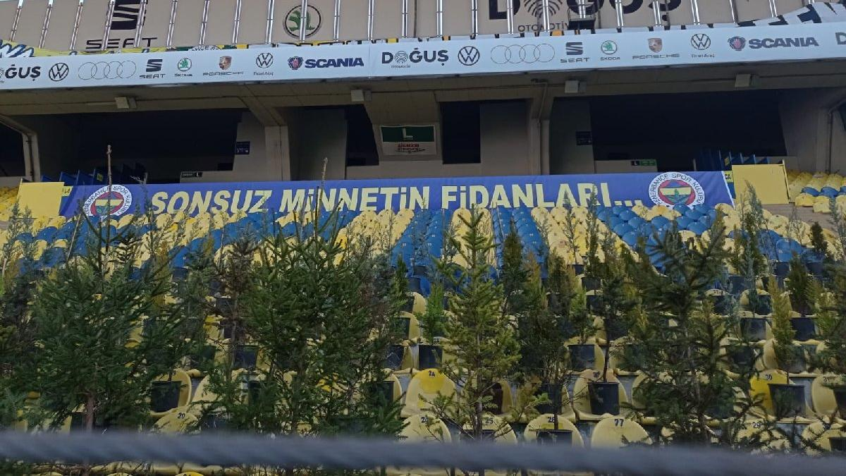 Fenerbahçe tribünlerinde fidanlar yer aldı!