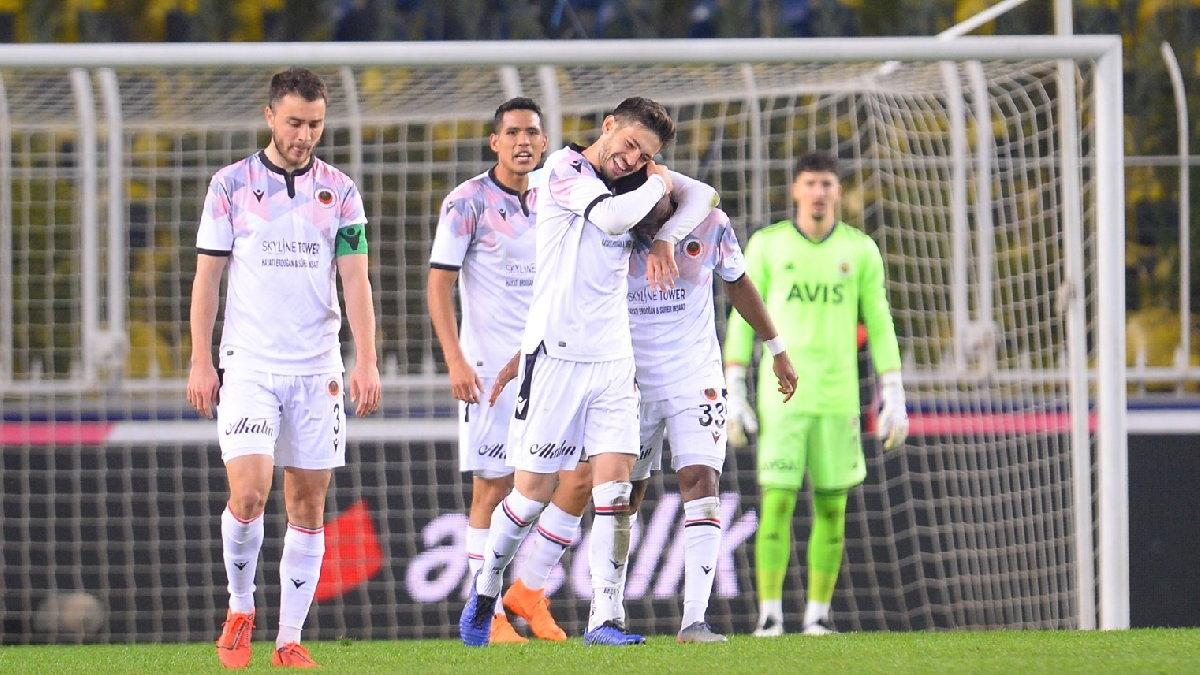 Fenerbahçe-Gençlerbirliği maçındaki ikinci gol tartışma yarattı