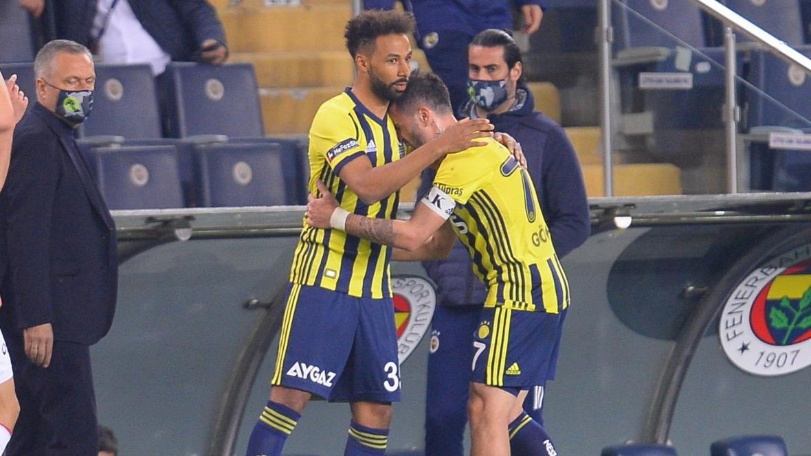 Fenerbahçe'de Gökhan Gönül şoku... İlk yarıyı tamamlayamadı