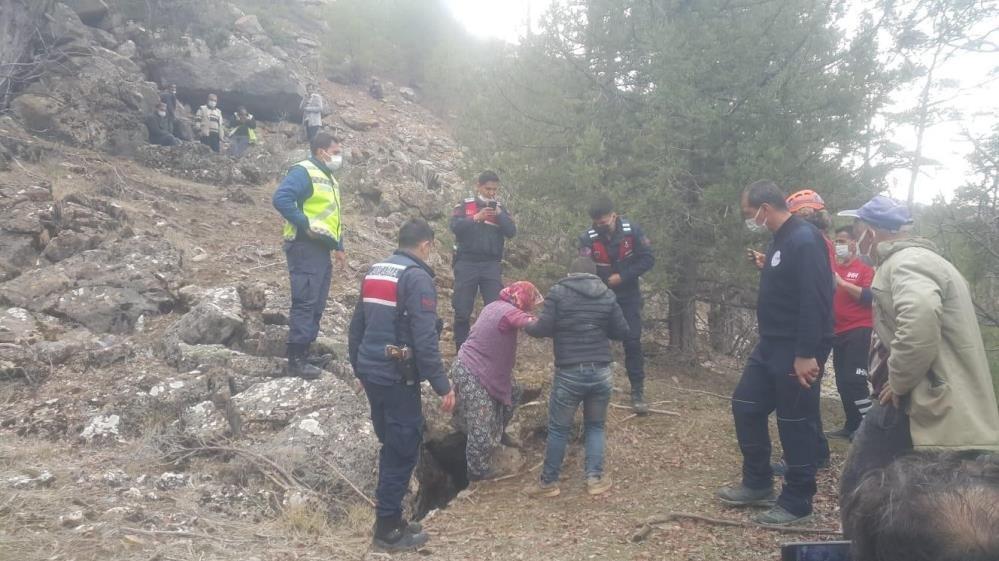 2 gündür kayıp olan kadın mağarada bulundu