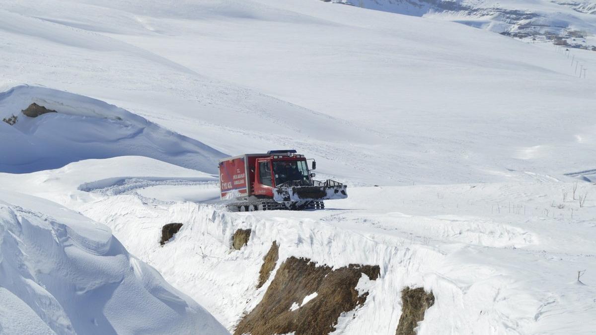 Kardan mahsur kalan hasta 6 saatlik zorlu çalışmayla hastaneye ulaştırıldı