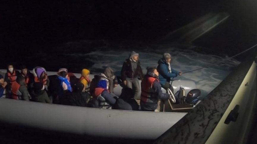 Babakale açıklarındaki 20 kaçak göçmen kurtarıldı