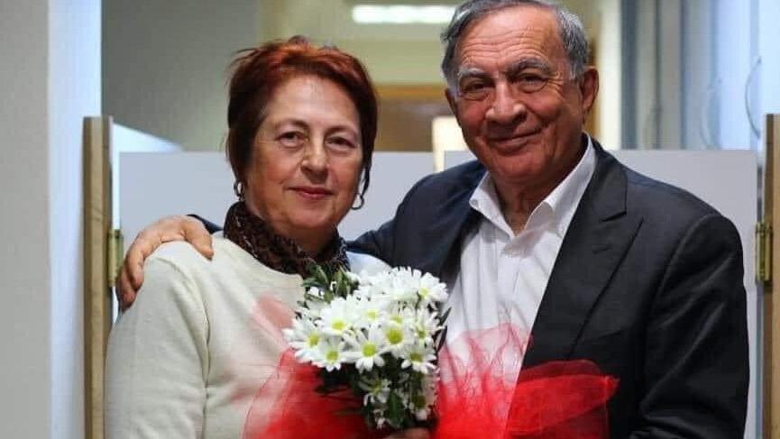 Seyhan Belediye Başkanı Akif Kemal Akay'ın eşi Nesrin Akay coronadan yaşamını yitirdi