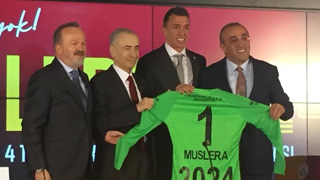 Fernando Muslera, Galatasaray ile 2024 yılına kadar sözleşme uzattı