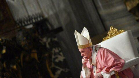 Vatikan: Eşcinsel evlilikleri kutsayamayız
