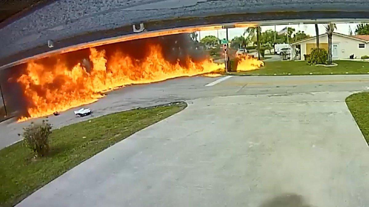 ABD'de uçak seyir halindeki aracın üzerine düştü