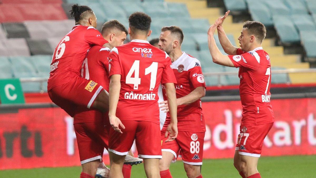 Antalyaspor, Alanyaspor'u yenerek kupada finale yükseldi