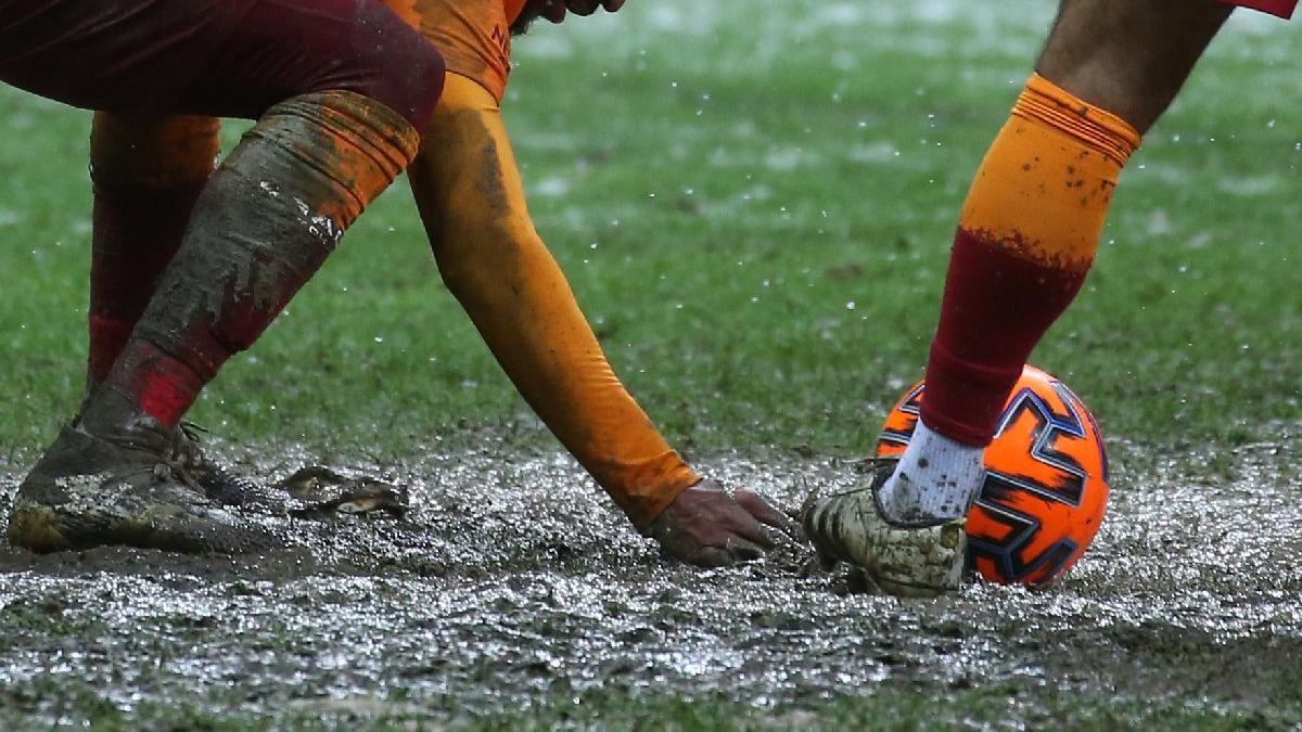 Galatasaray'da zemin krizi bir ayrılık daha getirdi