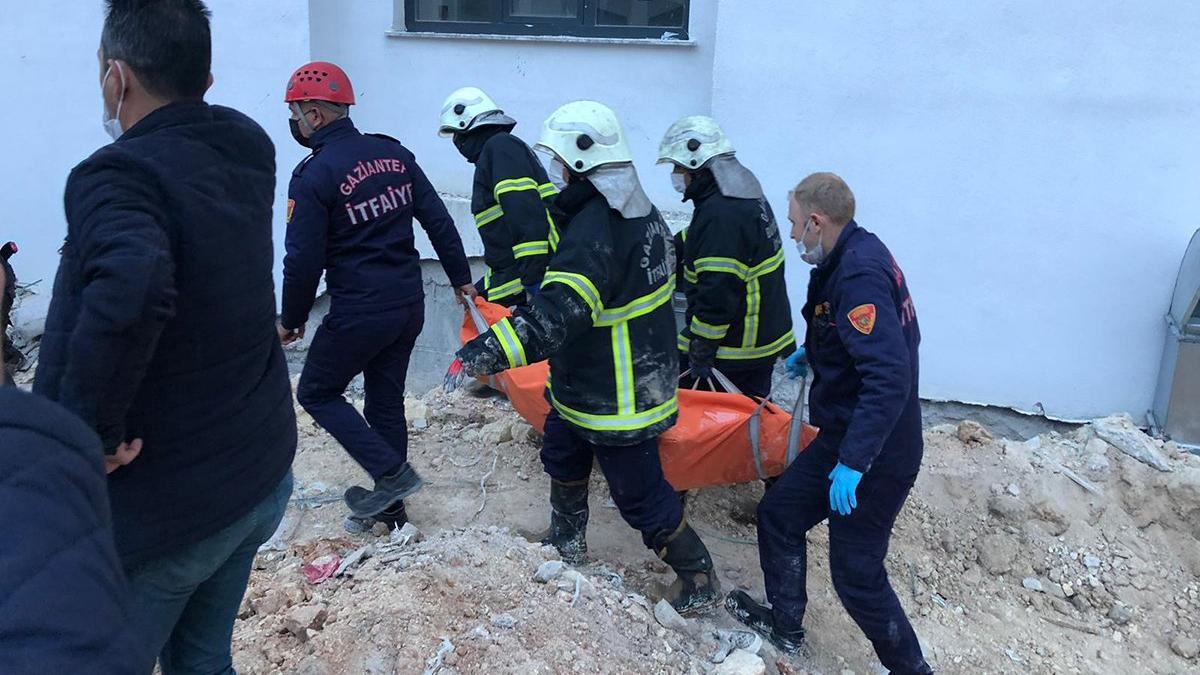 Toprak altında kalan inşaat işçisi öldü