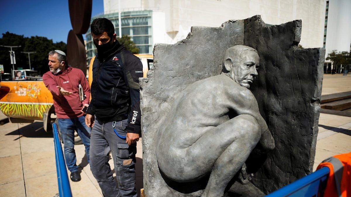 İsrail'de heykel krizi: Çıplak Netanyahu heykeli alarma geçirdi