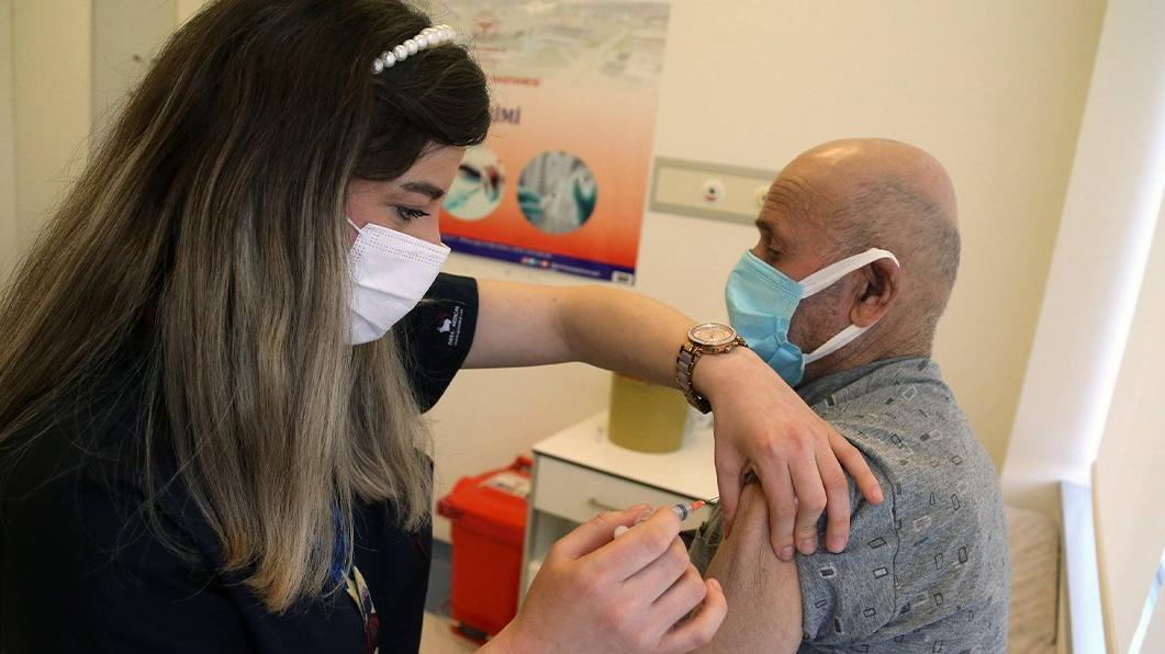 'Aşıdan sonra antikor testi gereksiz bir uygulama'