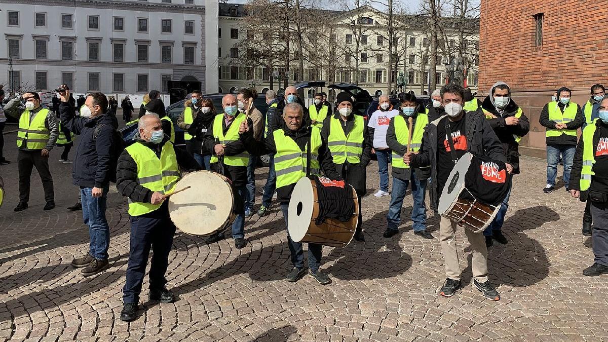 Frankfurt Havalimanı işçilerinden davullu zurnalı eylem