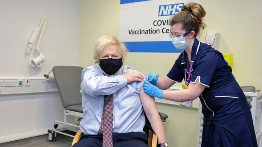 Boris Johnson Oxford-AstraZeneca aşısının ilk dozunu oldu