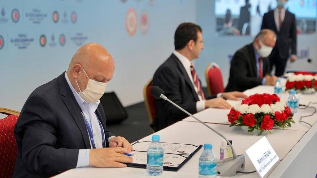İBB'de çalışan 45 bin işçinin toplu sözleşmeleri imzalandı
