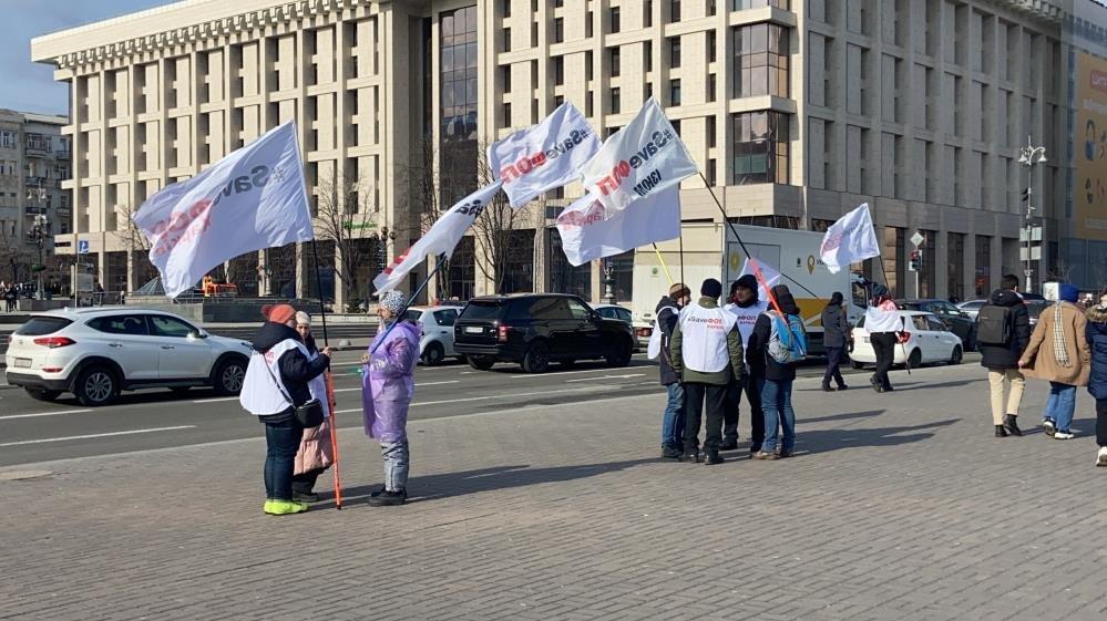 Ukrayna'da yeni karantina kararı protesto edildi