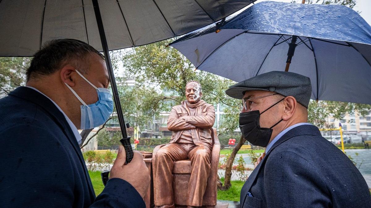Bekir Coşkun'un heykeline yönelik alçak saldırıya Tunç Soyer'den tepki
