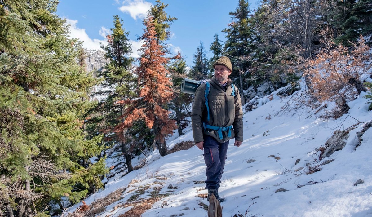 Şizofren babası 6 yaşında tek başına dağlara bıraktı, 'doğa kahramanı' oldu