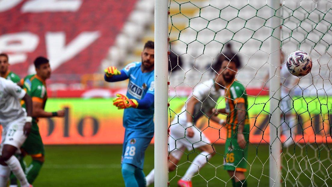 Konyaspor-Alanyaspor maçında altın vuruş... Tek gol üç puana yetti