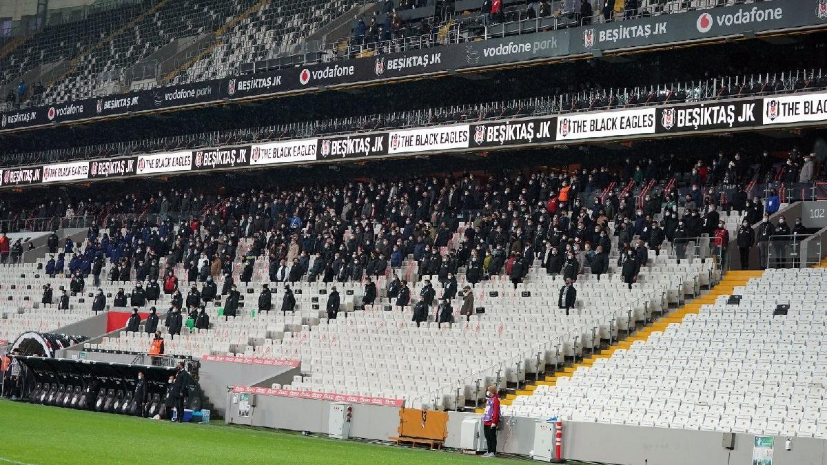 Beşiktaş-Fenerbahçe derbisinde taraftar tepkisi: 'Derbide yasak yok galiba!'