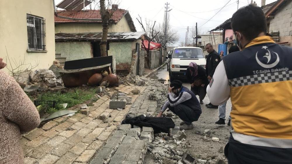 Çöken duvarın altında kalan 5 yaşındaki çocuk öldü