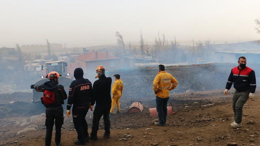 Niğde'de ahırda çıkan yangında 171 kuzu öldü