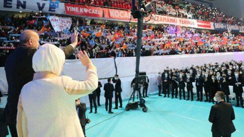 AKP Olağan Kongresi'ndeki sosyal mesafesiz kalabalığa ünlülerden sert tepki