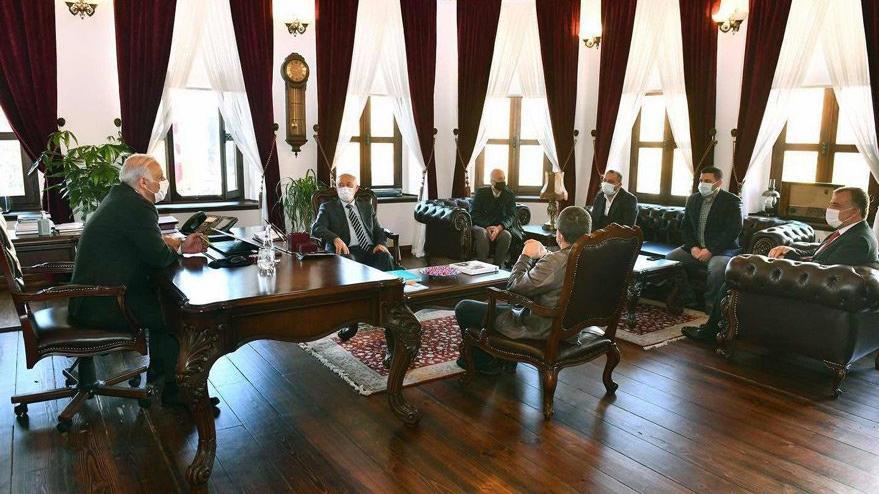 AKP'li başkan 'Acil' dedi makam odasını yeniledi