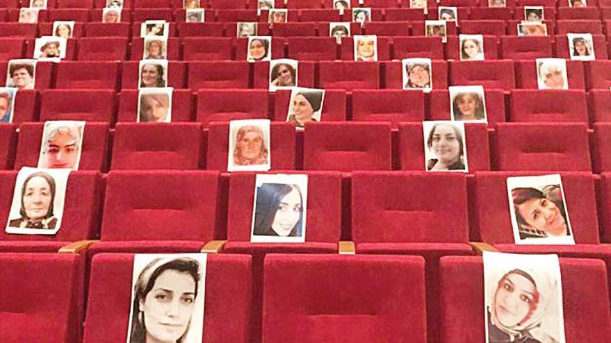 Katledilen kadınlar boş koltuklarda