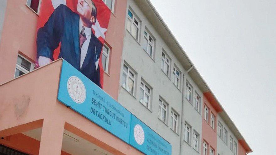 Mahkeme kararıyla Türk bayrağı ve Atatürk fotoğrafı asacaklar