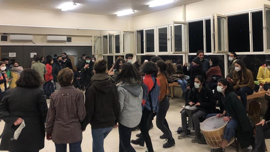 Boğaziçili öğrenciler gözaltıları protesto etti, kampüsü terk etmedi