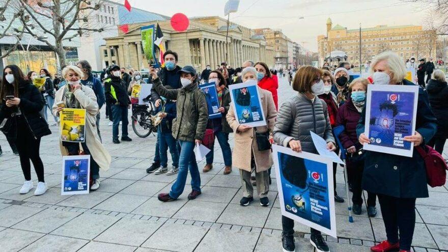 Avrupa'da Türk kadınlar yürüyor