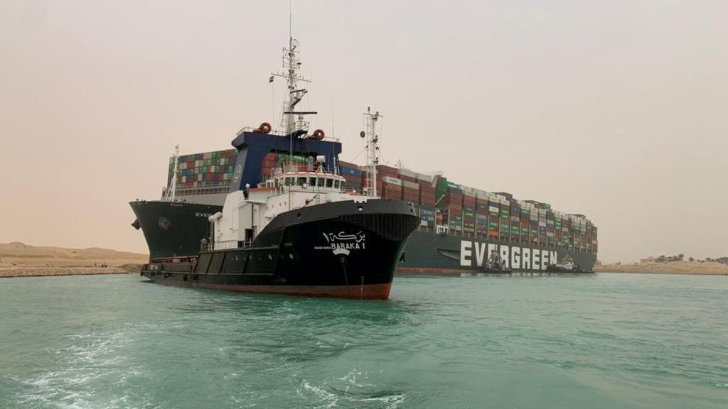 Süveyş Kanalı'ndaki kriz bitmiyor: Konteyner günlerdir çıkarılamıyor