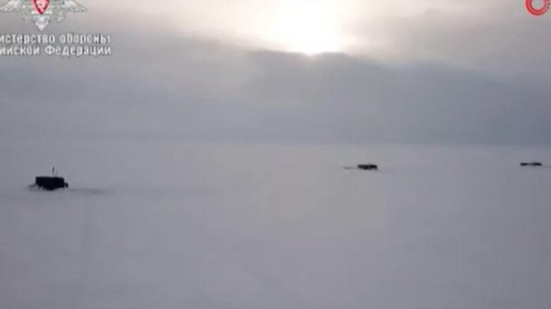 3 nükleer denizaltı aynı anda yüzeye çıktı