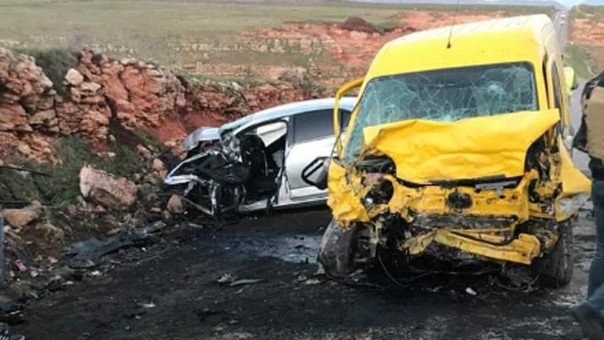 Feci kaza... Otomobil ile hafif ticari araç çarpıştı: 4 ölü, 2 yaralı