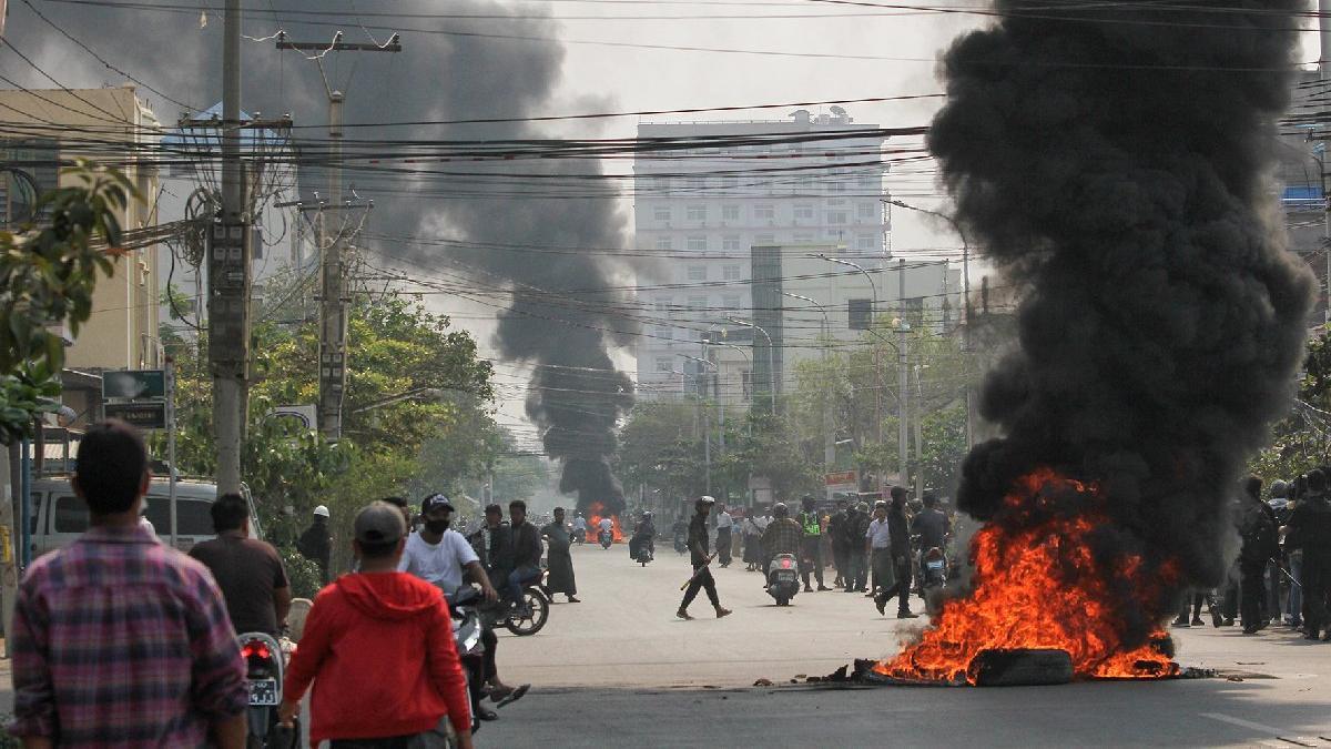 Myanmar'da kan durmuyor... Silahlı Kuvvetler Günü'nde katliam yaptılar: En az 90 ölü